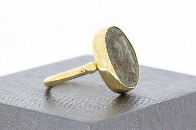 18 Karaat gouden geel ring gezet met Antieke Penning