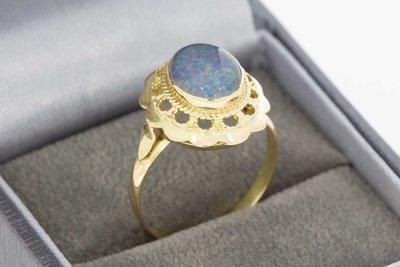 14 Karaat geel gouden ring gezet met blauwe Opaal