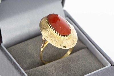 14 Karaat geel gouden ring gezet met bloedkoraal