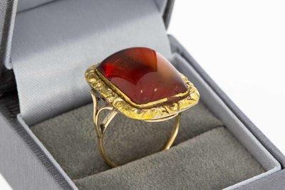 14 Karaat geel gouden Antieke ring met rode Barnsteen