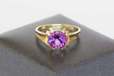 14 karaat geel gouden ring gezet met Amethist