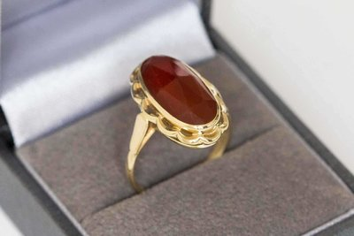 14 Karaat geel gouden ring gezet met Carneool