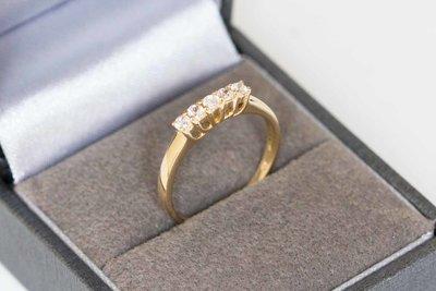 14 karaat geel gouden Rij-ring gezet met Zirkonia GERESERVEERD