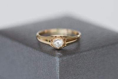 14 Karaat geelgouden ring met roos geslepen Diamant