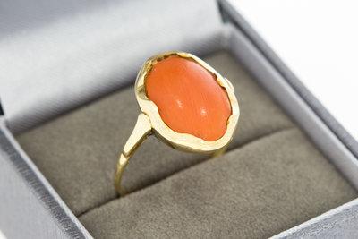 14 karaat antieke geelgouden ring gezet met Bloedkoraal