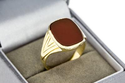 14 K gouden zegelring met donker rode steen