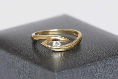 8 karaat ring gezet met briljant geslepen Zirkonia
