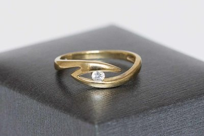 8 karaat ring met briljant geslepen Zirkonia