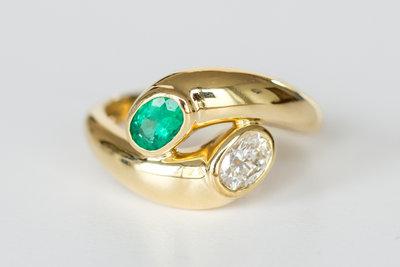 18 Karaat geelgouden Ring gezet met Smaragd en Diamant
