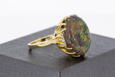 14 karaat geel gouden ring gezet met zwarte Opaal