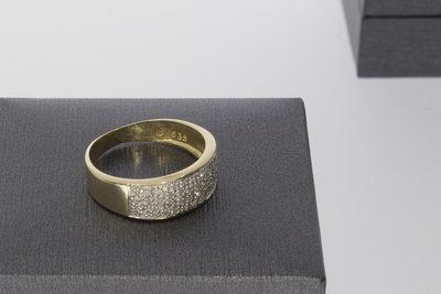 14 Karaat geel gouden Bandring met pave gezette Zirkonia