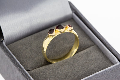 14 karaat geel gouden ring gezet met Granaten