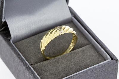 14 karaat geel gouden ring gezet met 3 Diamanten