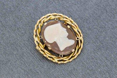 14 Karaat geel gouden antieke Broche gezet met Camee