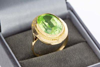 14 karaat geelgouden ring gezet met groene Spinel