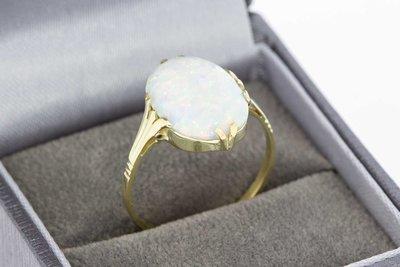 14 Karaat gouden Markies ring gezet met witte Opaal (19,3)