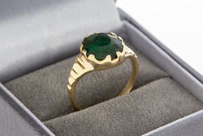 14 Karaat geelgouden ring gezet met groene steen
