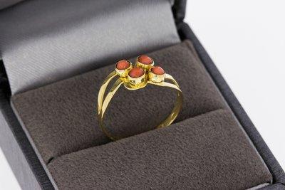 14 Karaat gouden vintage ring gezet met Bloedkoraal - 16,9