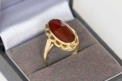 14 Karaat gouden vintage ring gezet met Carneool - 17 mm