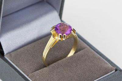 14 karaat gouden vintage Solitair ring gezet met Amethist