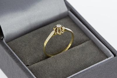 14 Karaat geel gouden Solitair ring gezet met Zirkonia