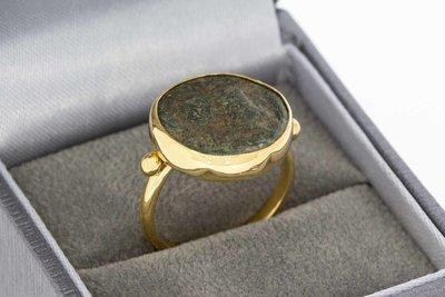 22 Karaat gouden geel ring gezet met Antieke Penning