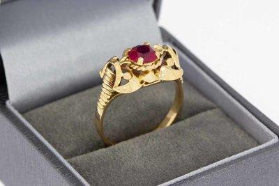 18 Karaat geel gouden Vintage ring met Robijn - 18,6 mm