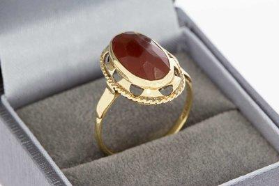 14 Karaat geel gouden vintage ring gezet met Carneool