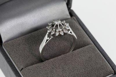 18 Karaat witgouden Rozet Ring gezet met Diamant (0.17 crt)