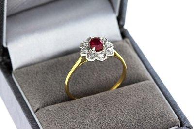18 Karaat gouden Rozet Ring gezet met Robijn & Diamant