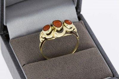 14 karaat gouden vintage ring gezet met Bloedkoraal - 18,8