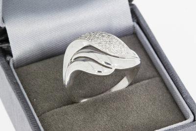 18 karaat witgouden fantasiering met pavé  gezette Diamant