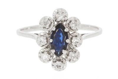 18 Karaat witgouden ring gezet met Saffier & Diamant