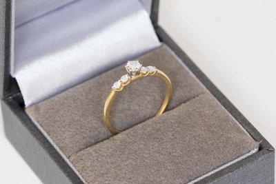 18 Karaat geel gouden Solitair ring gezet met 5 Diamanten