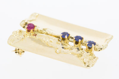 14 Karaat geel gouden Broche gezet met Robijn en Saffier
