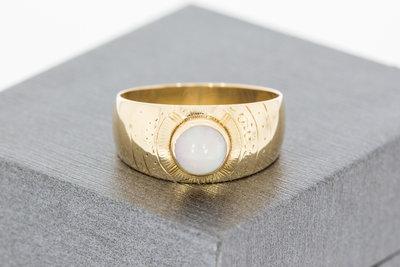 14 Karaat geelgouden Bandring gezet met witte Opaal