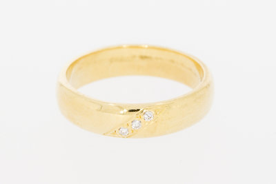 18 Karaat gouden trouwring met  briljant geslepen Diamanten