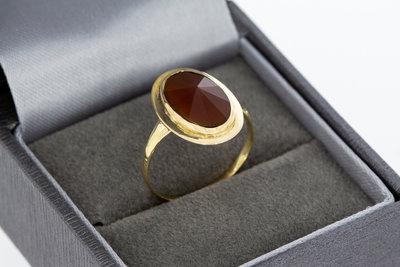 14 Karaat geelgouden ring met facet geslepen Carneool