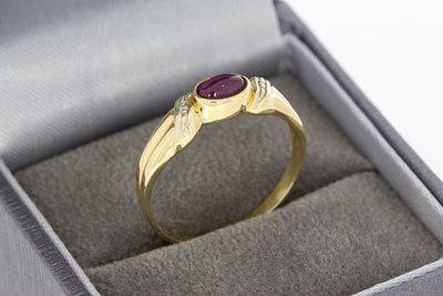 14 Karaat geelgouden ring met cabochon geslepen Robijn