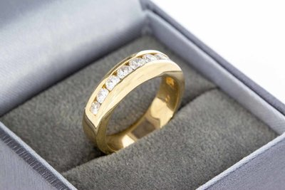 14 Karaat gouden Bandring gezet met Diamant (ca 0.94 crt)