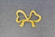 14 Karaat geelgouden gesatineerde Strik Broche
