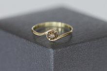 14 karaat geelgouden Rozet ring gezet met Zirkonia