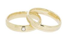 9 K set gefigureerde trouwringen waarvan 1 met diamant