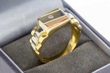 18 Karaat tricolor gouden Zegelring met bewerkte schouders